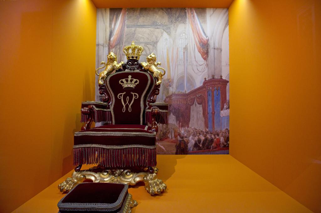 De troon waarop Willem III zat tijdens zijn inhuldiging. Foto Evert Elzinga