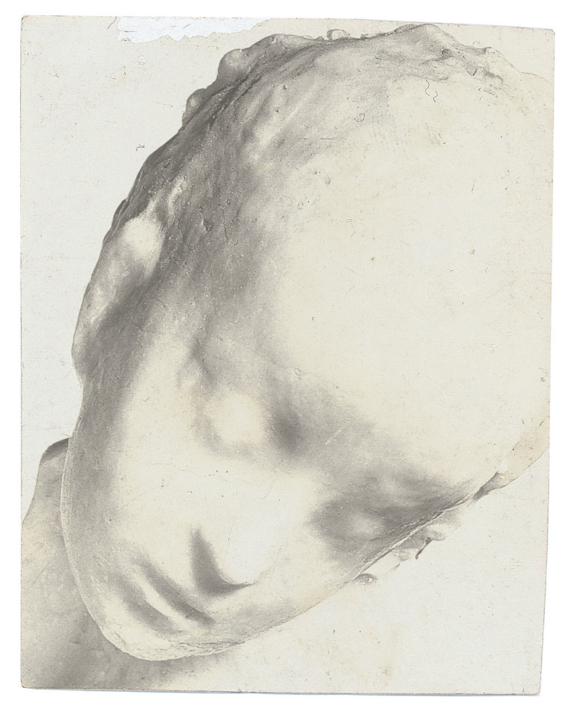Medardo Rosso, Enfant malade (Ziek kind), ca. 1909, aristotypue, 7,9 x 6,3 cm, particuliere collectie. www.boijmans.nl