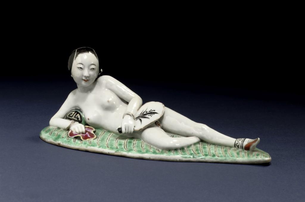 Naakte vrouw met een waaier in haar hand, eind 19de eeuw, China, porselein, collectie Bertholet, Amsterdam, foto: Michiel Elsevier Stokmans