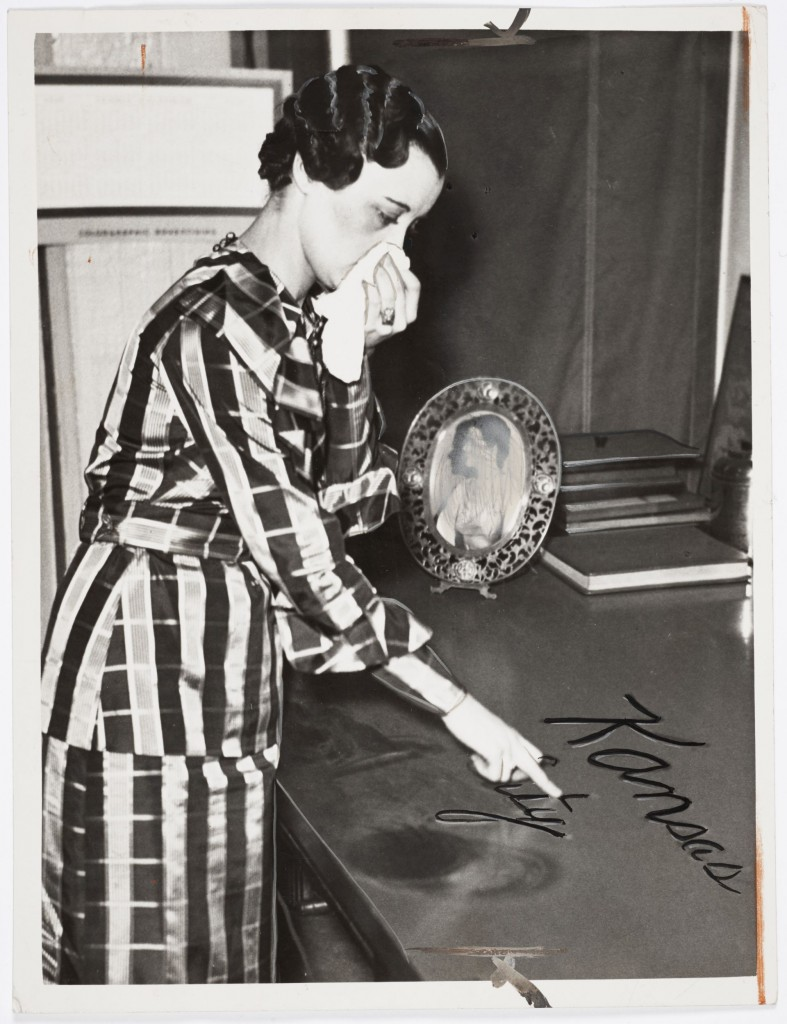 Photographer unknown, After dust strom, woman writes in dust, Kansas City, 1935, 20 x 25 cm, Press Print, David Campany Collection
