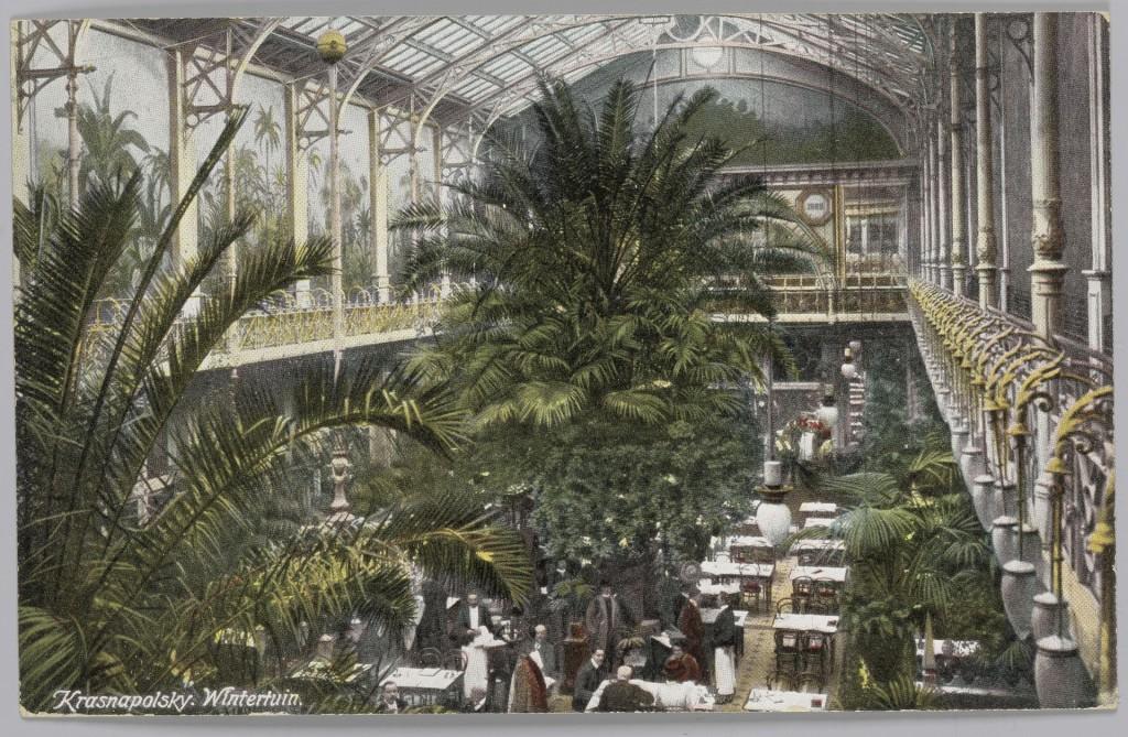 Ansichtkaart van de elektrisch verlichte Wintertuin van Grand Hotel Krasnapolsky in Amsterdam, circa 1900