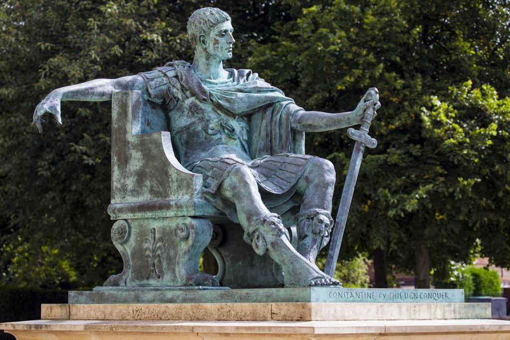 Standbeeld Constantijn de Grote in York, geplaatst in 1998. Foto verstrekt door Allard Pierson Museum