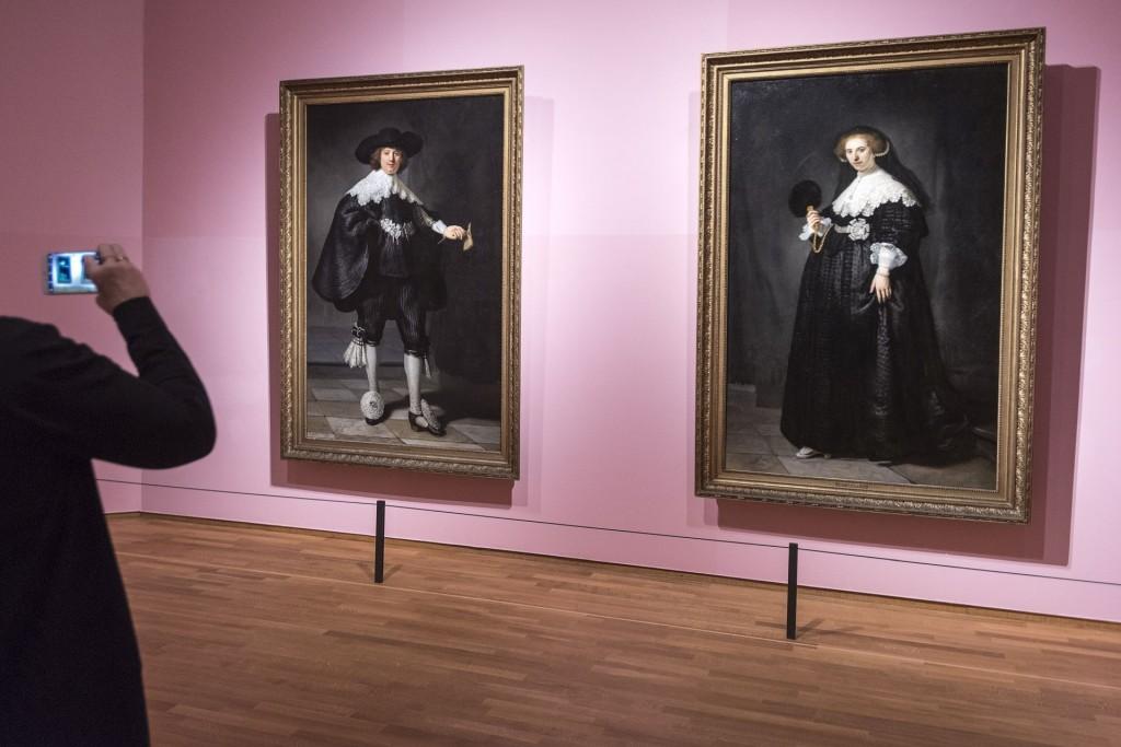 AMSTERDAM - Het Rijksmuseum presenteert van 8 maart tot en met 3 juni 2018 High Society. Ruim vijfendertig levensgrote portretten van machtige vorsten, excentrieke aristocraten en puissant rijke burgers door de grote meesters uit de kunstgeschiedenis, onder wie Rembrandt, Cranach, Veronese, Velázquez, Reynolds, Gainsborough, Sargent, Munch en Manet. Foto: Evert Elzinga