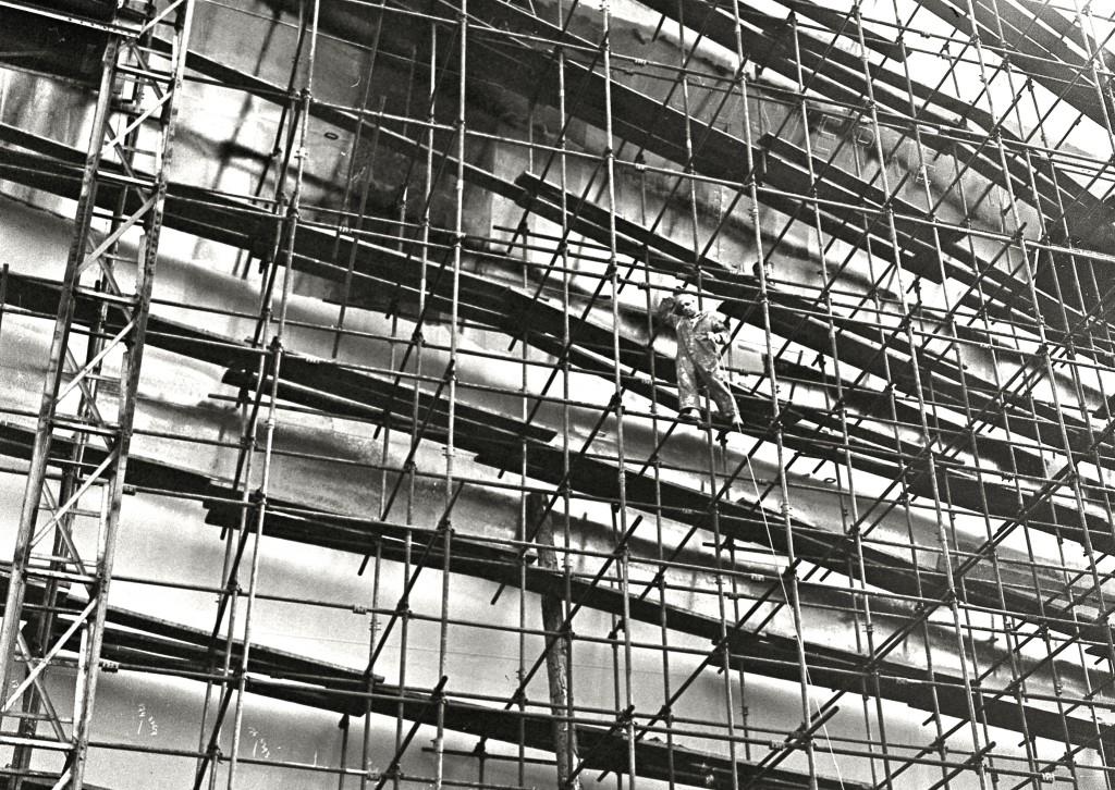 De bouw van de 'Kloosterkerk' op de werf Van der Giessen-de Noord in 1964