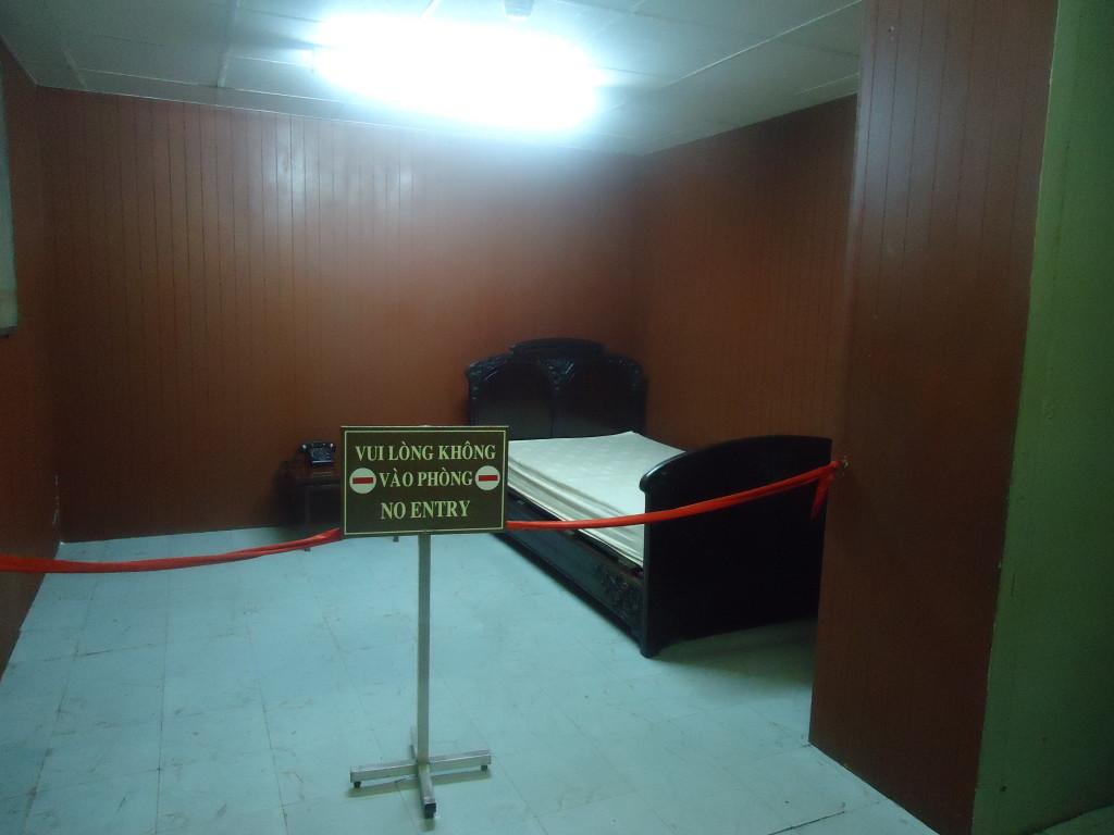 Het bed van de president in de bunker van het militaire commandocentrum van het Paleis van de Onafhankelijkheid.