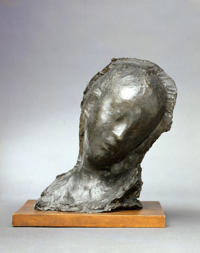 Menardo Rosso, Enfant malade (Ziek kind), 1895 (1903-1904), brons, collectie Galleria dÁrte Moderna. Milaan. Foto: www.boijmans.nl