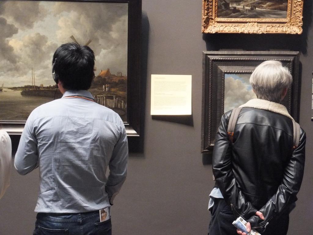 Links: 'De Molen bij Wijk bij Duurstede' van Ruisdael, ca. 1668-1670.