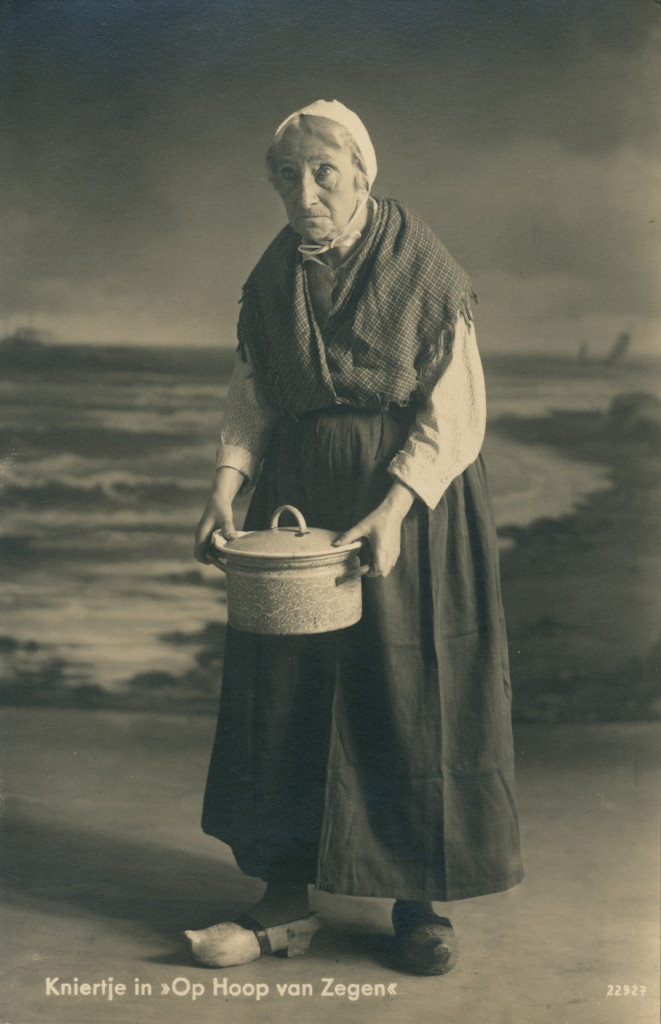 Esther de Boer-van Rijk als Kniertje in 1933, foto Cornelis Leenheer, fotouitgave De Voorkeur