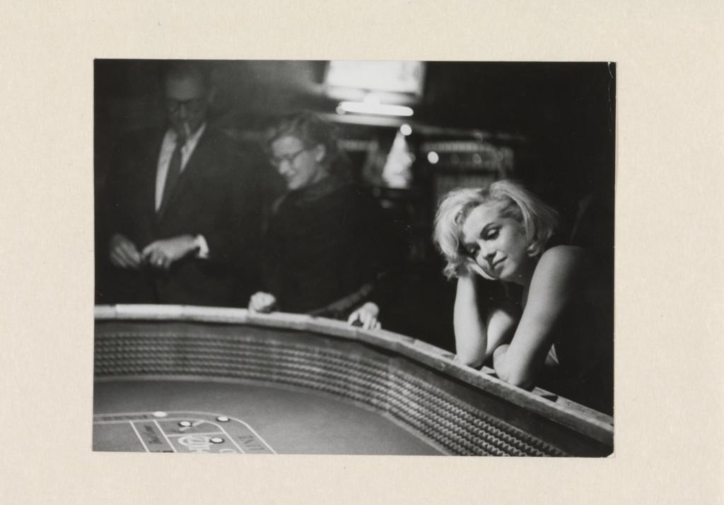 Portret van Marilyn Monroe aan de speeltafel tijdens de opnamen voor The Misfits, Eve Arnold, 1960, collectie Rijksmuseum
