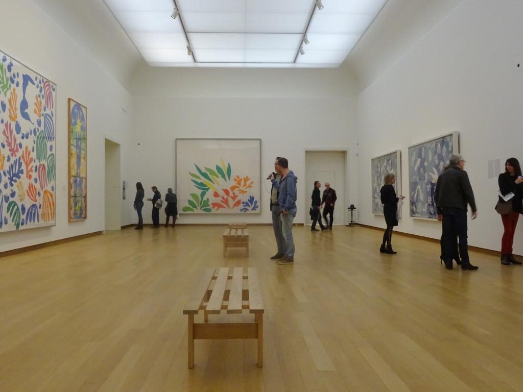 De erezaal op de tweede verdieping is helemaal gevuld met monumentale knipsels van Matisse, eigen foto