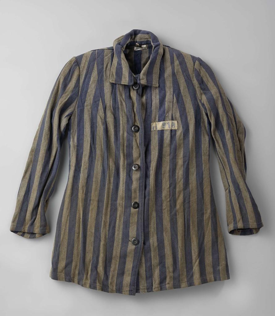 De concentratiekampjas van Isabel Wachenheimer, Deutsche Gesellschaft für Textil und Lederverarbeitung (Texled,1938-1945), na 1938. Foto Rijksmuseum