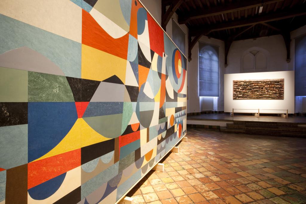 Jan Schoonhoven in de Kapittelzaal in Museum Prinsenhof, foto Marco Zwinkels