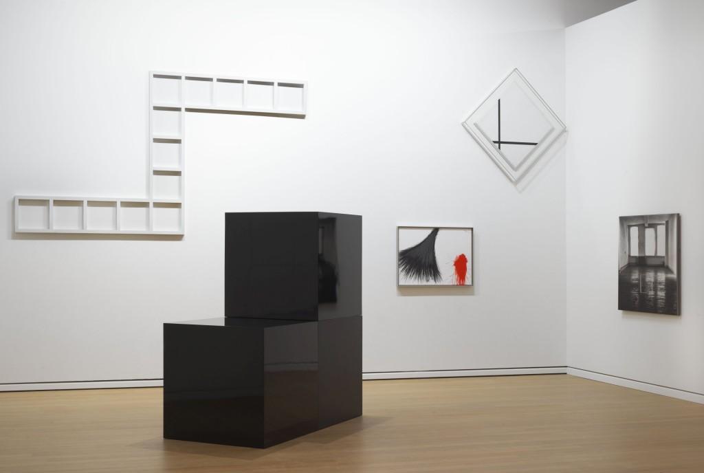 Zaaloverzicht met onder meer Mondriaan, Sol Lewitt en Arnulf Rainer. Foto: Gert Jan van Rooij