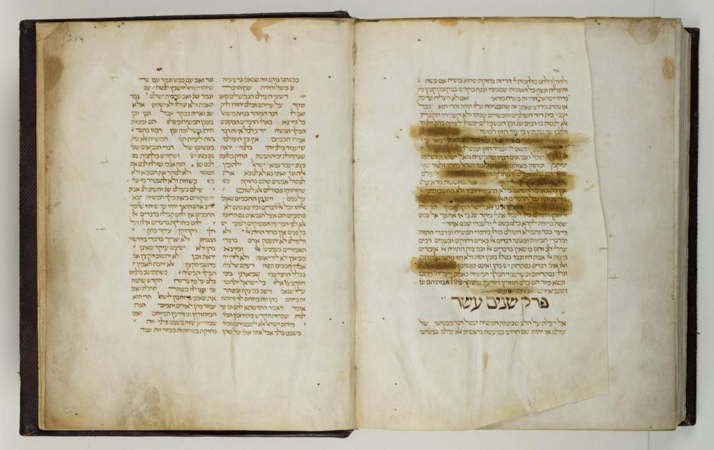 Een bladzijde met censuur door de inquisitie in het oudste Hebreeuwse handschrift uit de collectie van Ets Haim, een kopie van wetstekst Misne Tora van Moses Maimonides (11-38-1204), gekopieerd in Narbonne in 1282, Foto: Ardon Bar-Hama