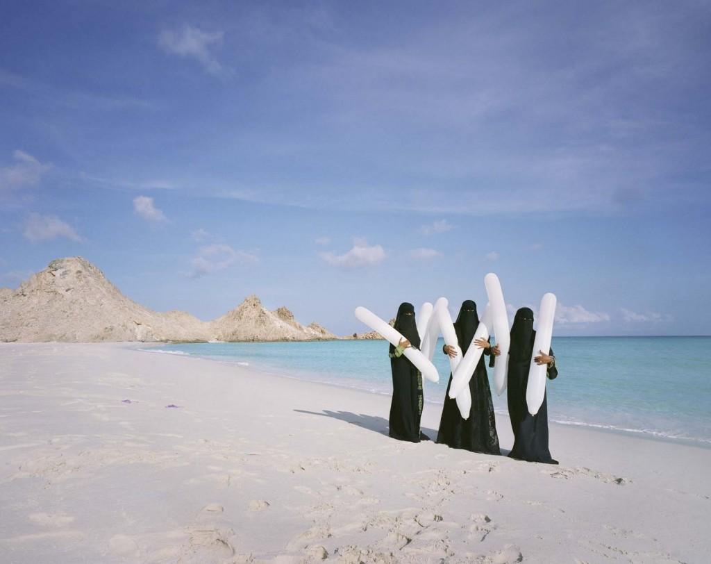 Burka Balloons, 2014, Socotra, Jemen, c Scarlett Hooft Graafland