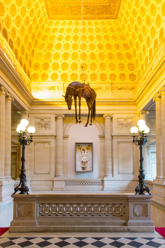 Maurizio Cattelan, Not Afraid of Love, expositie/foto La Monnaie de Paris