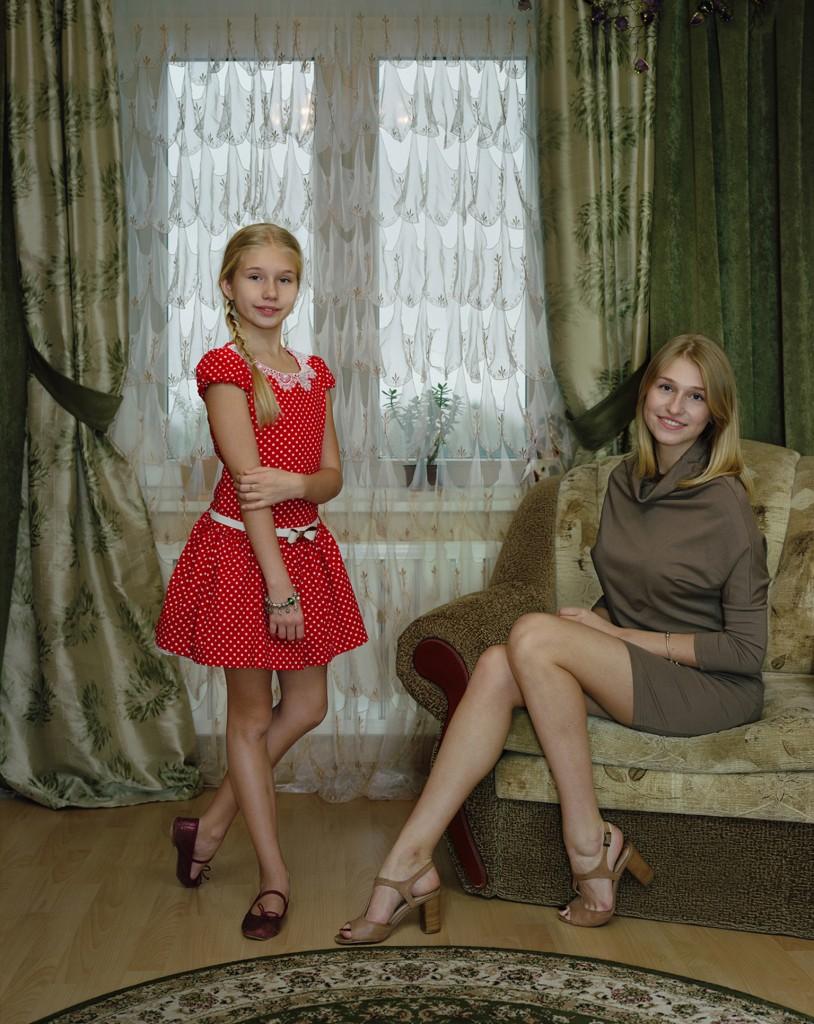 Rineke Dijkstra, Marianna en Sasha, Kingisepp, Rusland, 2 november 2014, foto Rineke Dijkstra