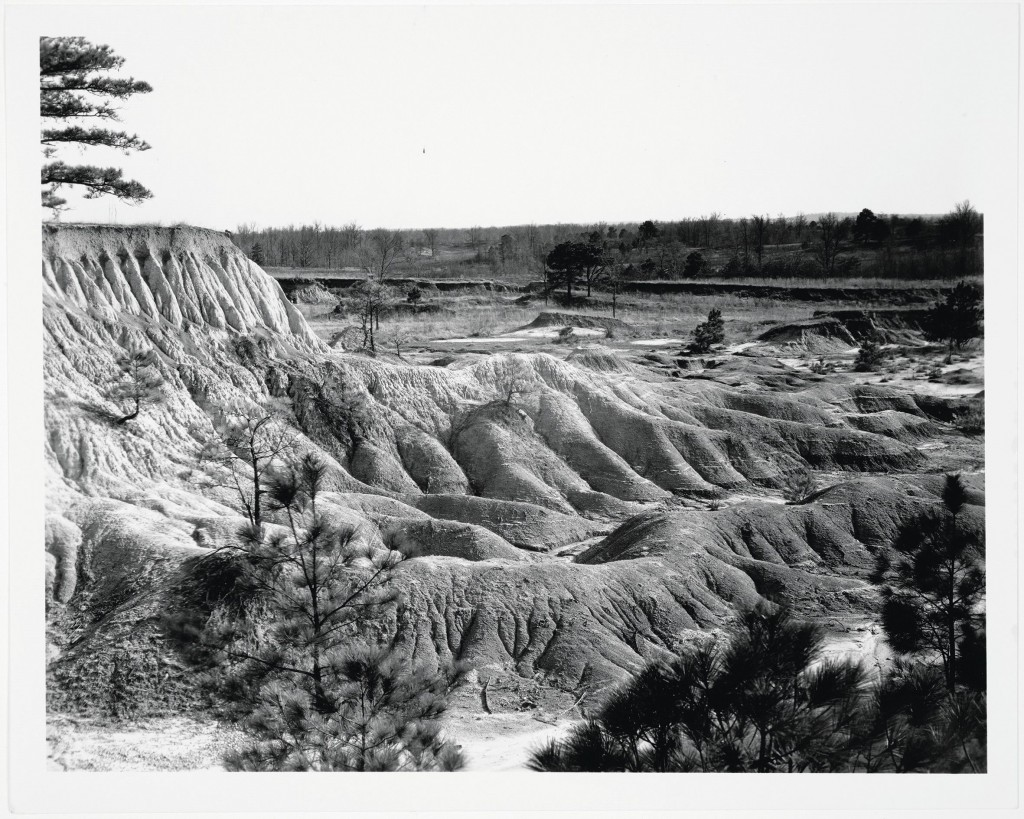 Walker Evans, Erosion, Mississippi, 1936, Siver gelatin [rint, 25 x 20 cm, Library of Congress press photograph, Collection David Campany