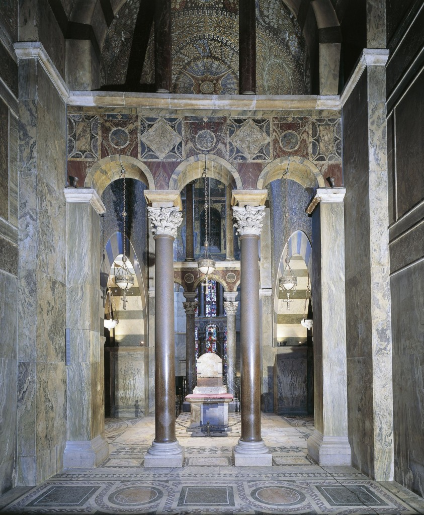 ********: Germany - Aachen - Aachen cathedral (UNESCO World Heritage List, 1978) - Interior of the Palatine Chapel. Throne of Charlemagne Aachen Cathedral *** Permission for usage must be provided in writing from Scala.