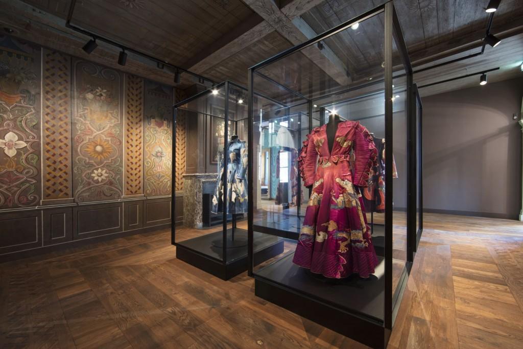 Kasteel Ruurlo, jurken Fong Leng, foto Michael van Oosten