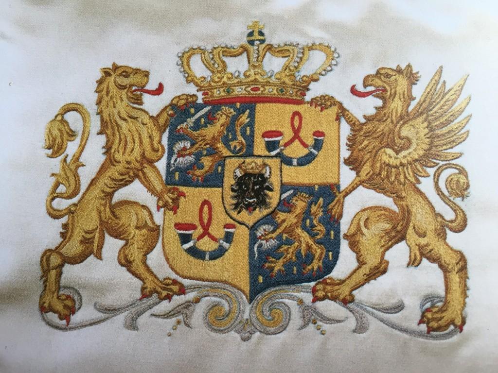 Handwerksters van Tesselschade en Arbeid Adelt borduurden de kussens voor de Gouden Koets tijdens de inhuldiging van Wilhelmina in 1898. Een meesterstuk van bijna vijftien miljoen steekjes