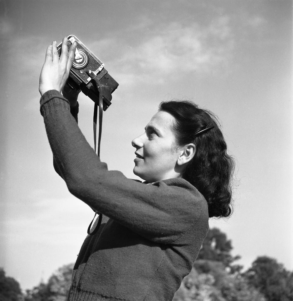 Maria Austria met camera, Henk Jonker, 1946, c Henk Jonker/MAI