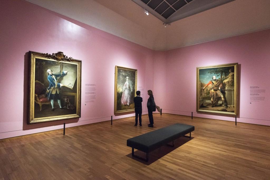 Zaaloverzicht High Society, met naast Rembrandt werk van grote namen als Veronese, Velázquez, Reynolds, Gainsborough, Sargent, Munch en Manet. Foto: Evert Elzinga